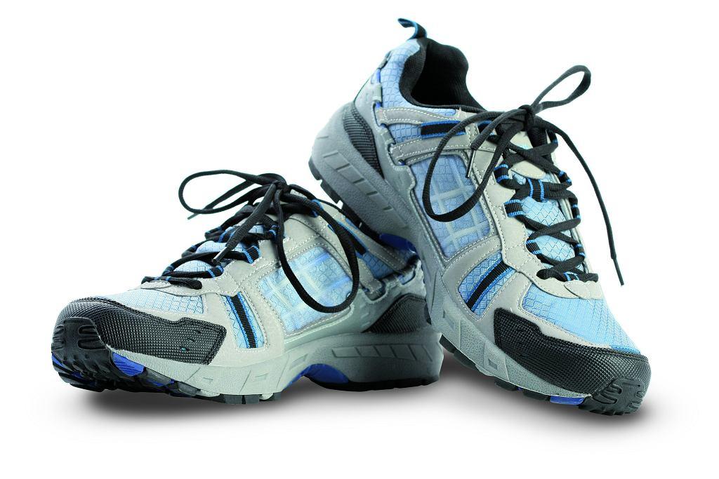 Różne pary butów trekkingowych mogą wyglądać i sprawować się