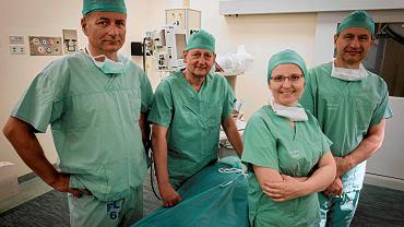 Szpital Miejski im. Franciszka Raszei, chirurgia. Od lewej w grupie: dr Przemysław Pyda, dr Maciej Zieliński, dr  Aleksander Sowier, dr Joanna Kapturzak