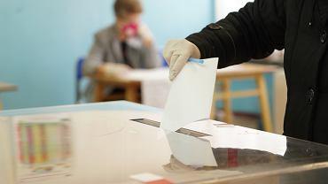 Koronawirus w Polsce. W kilku gminach przeprowadzono wybory uzupełniające i przedterminowe.