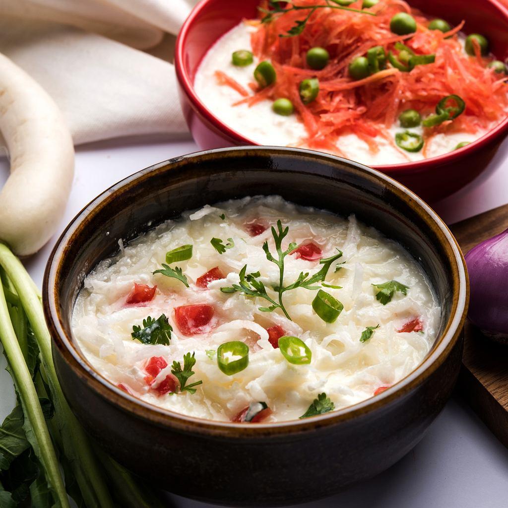 Surówkę z rzodkwi można dowolnie uzupełniać o ulubione warzywa