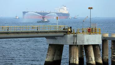 Zjednoczone Emiraty Arabskie. Tankowiec wchodzi do portu Fudżajra, zdjęcie z 2016 roku