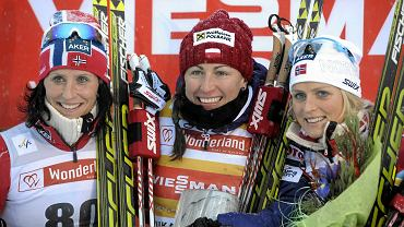 Podium sobotniego PŚ w Kuusamo - od lewej Marit Bjoergen, Justyna Kowalczyk i Therese Johaug