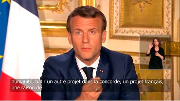 Emmanuel Macron podczas orędzia