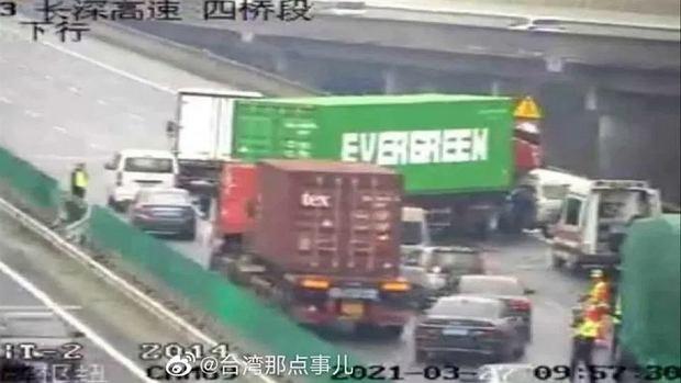 Ciężarówka z kontenerem Evergreen