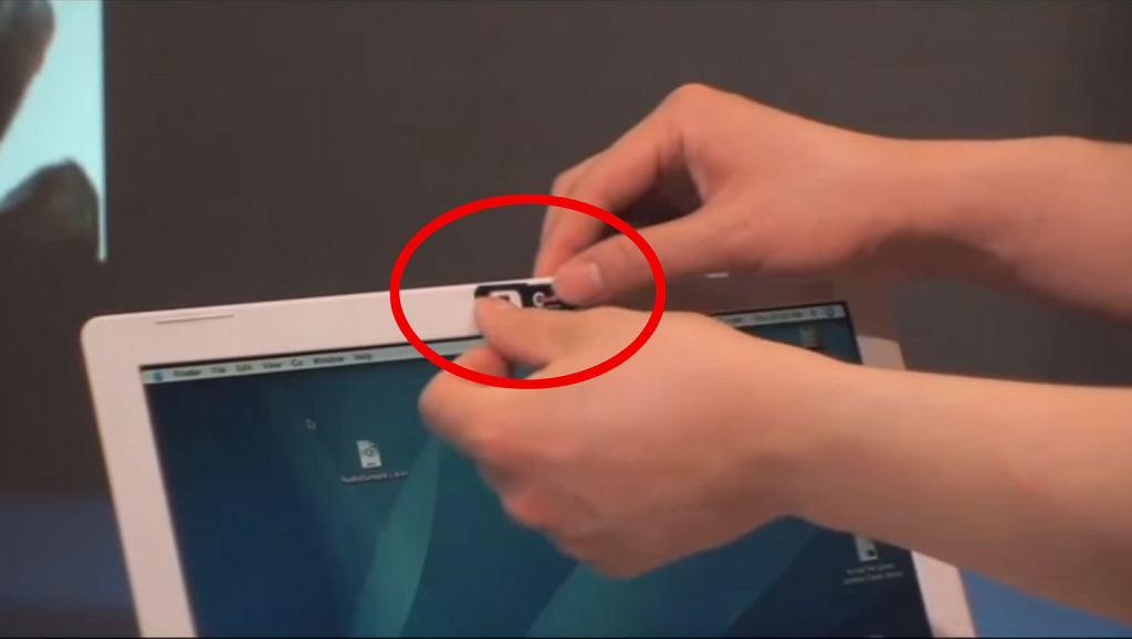 Według szefa FBI wszyscy powinni zasłaniać kamery w laptopach