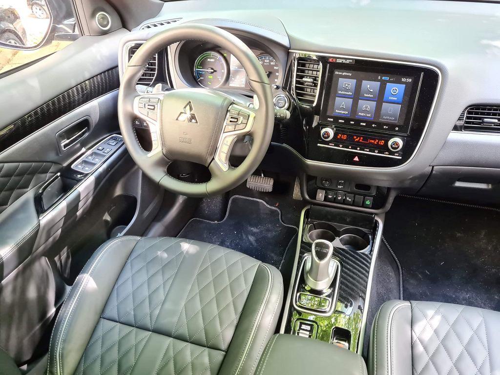 Ford Kuga PHEV vs Mitsubishi Outlander PHEV