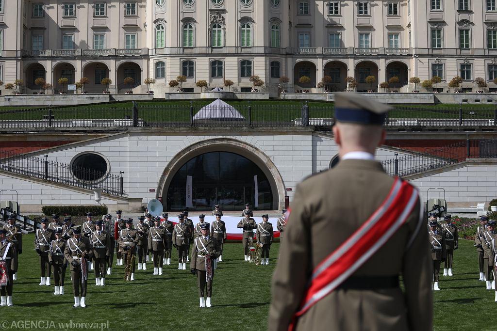 Orkiestra Reprezentacyjna Wojska Polskiego przygotowująca wideoklip na 3 Maja (zdjęcie ilustracyjne)