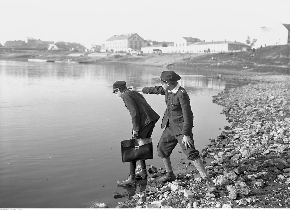 Uczniowie nad Wisłą. Październik 1928