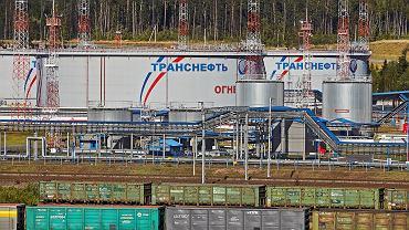Zbiorniki Transneftu pod Petersburgiem.
