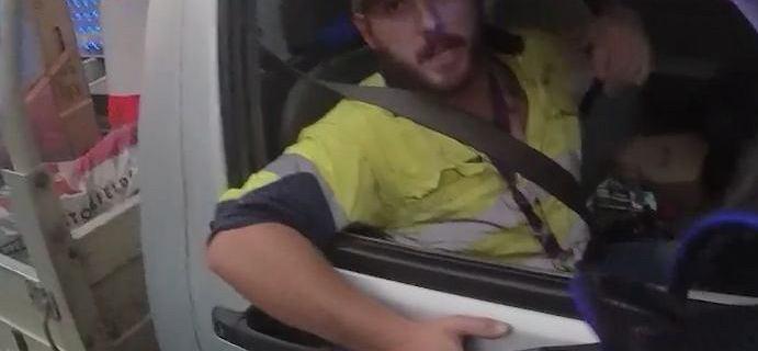 """Jadąc autostradą walczył z jadowitym wężem. """"Nigdy się tak nie cieszyłem na widok policji"""""""