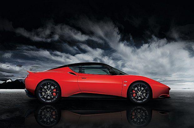 Auto napędzane jest 3,5 litrowym silnikiem V6 Toyoty