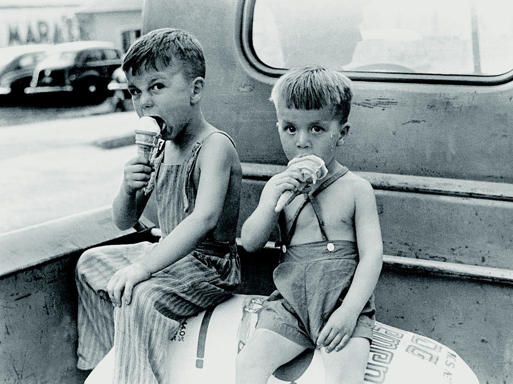 Ameryka, rok 1941, stan Indiana. Lody w wafelkach są dostępne już wszędzie. Przynajmniej wszędzie w USA.