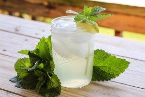 Mrożona herbata pokrzywowa. Odchudza i usuwa nadmiar wody z organizmu! [PRZEPIS]
