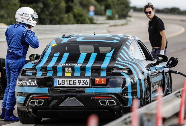 Prototypowe Porsche Taycan na włoskim torze Nardo