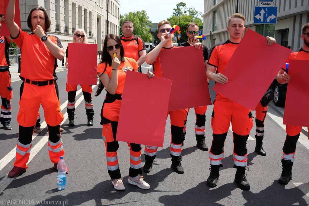 Strajk ostrzegawczy ratowników medycznych. Warszawa, Sejm, 15 czerwca 2021
