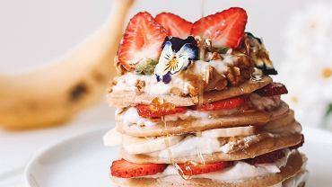 Jak zrobić pancakes? Trzy proste przepisy na pyszne naleśniki w amerykańskim stylu