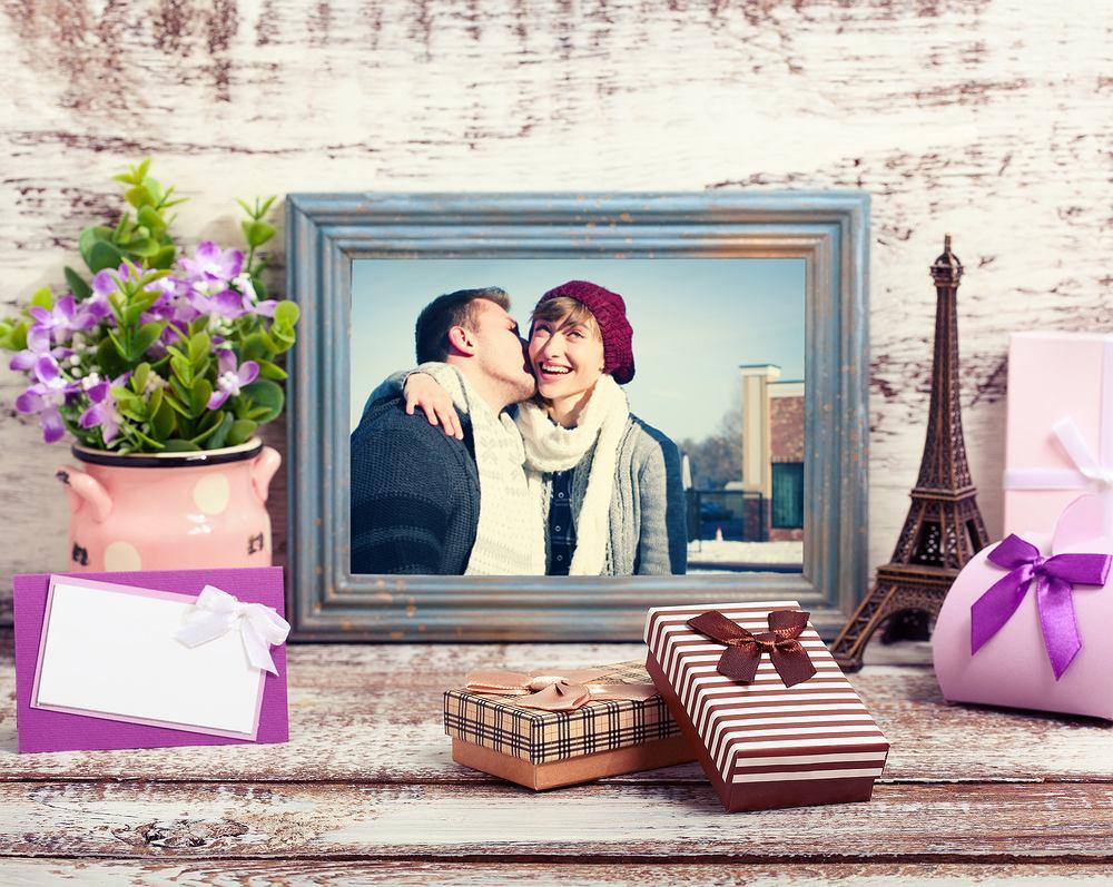 Wybrance serca z pewnością spodoba się podarunek, który przypomni jej wasz wspólny wyjazd albo przygodę, którą razem przeżyliście. Może to być na przykład piękny album ze zdjęciami albo oryginalna ramka, w którą wstawisz waszą fotografię.