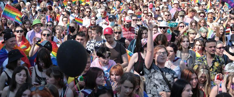 Parada równości w Warszawie. Tysiące uczestników na ulicach stolicy