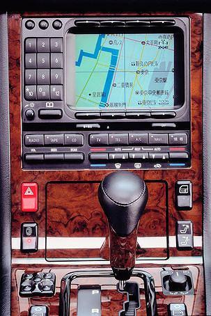 Pierwsza nawigacja montowana przez Mercedesa