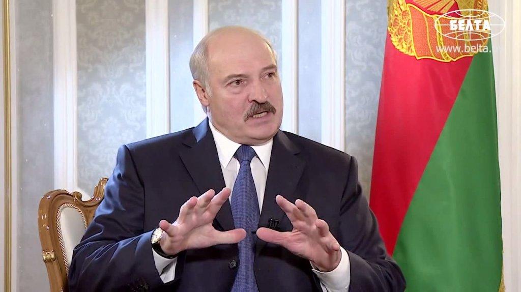 Białoruski prezydent Aleksander Łukaszenka w rozmowie z Sergio Cantone z Euronews