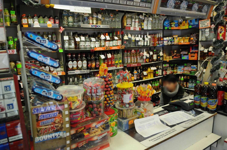 11.12.2012 WALBRZYCH , SKLEP MONOPOLOWY 24 H .  FOT. TOMASZ SZAMBELAN / AGENCJA GAZETA