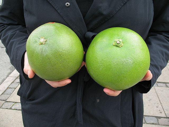 Nietrudno dociec, dlaczego fachowa nazwa pomelo to pomarańcza olbrzymia