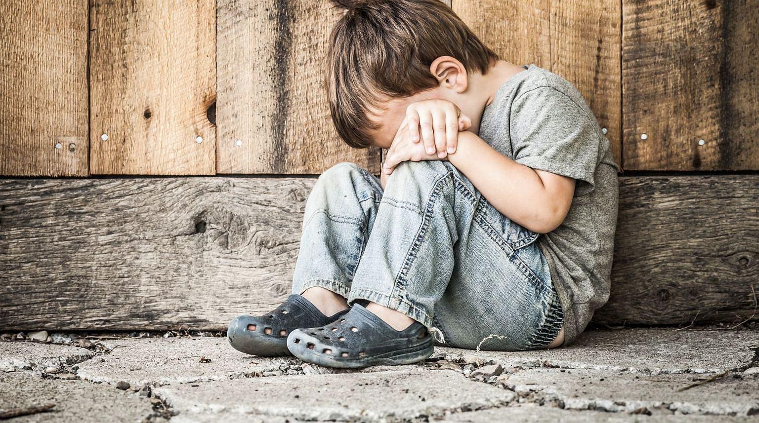 Dzieci, które są narażone na przemoc, mają problemy z bliskimi relacjami i zaburzenia więzi