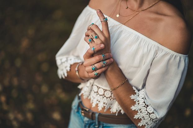 7Fashionable,Boho,Chic,Woman,In,A,White,Short,Blouse,And