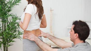 Dolegliwości w okolicy kości ogonowej wymagają diagnostyki, jeśli ewentualne leczenie, także zachowawcze, ma przynieść oczekiwane efekty,