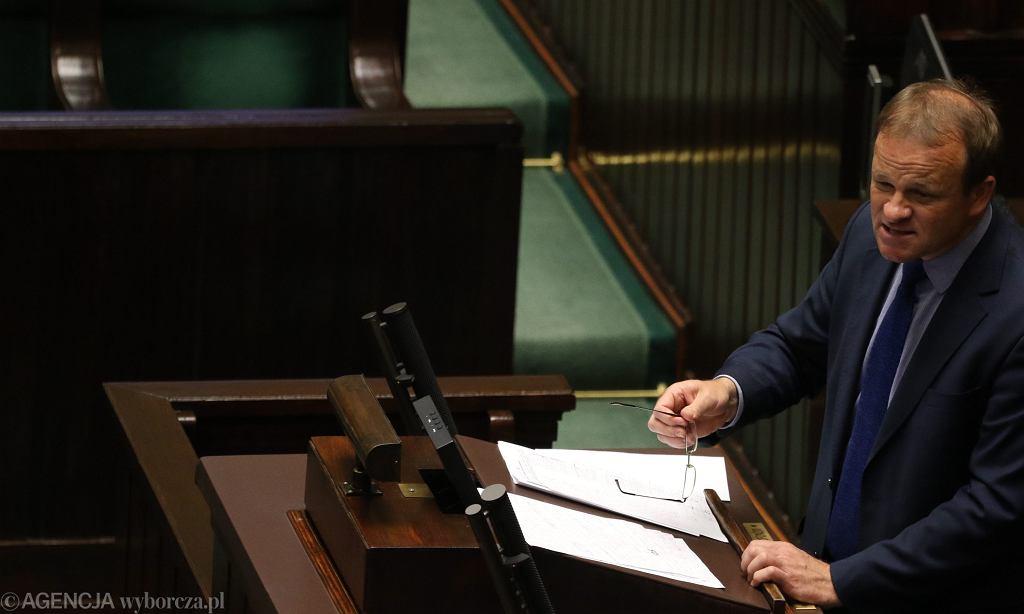 Poseł wnioskodawca Zbigniew Dolata ( PiS ) podczas pierwszego czytania projektu ustawy o dopłacie 25 groszy do każdego litra paliwa, Sejm 12.07.2017