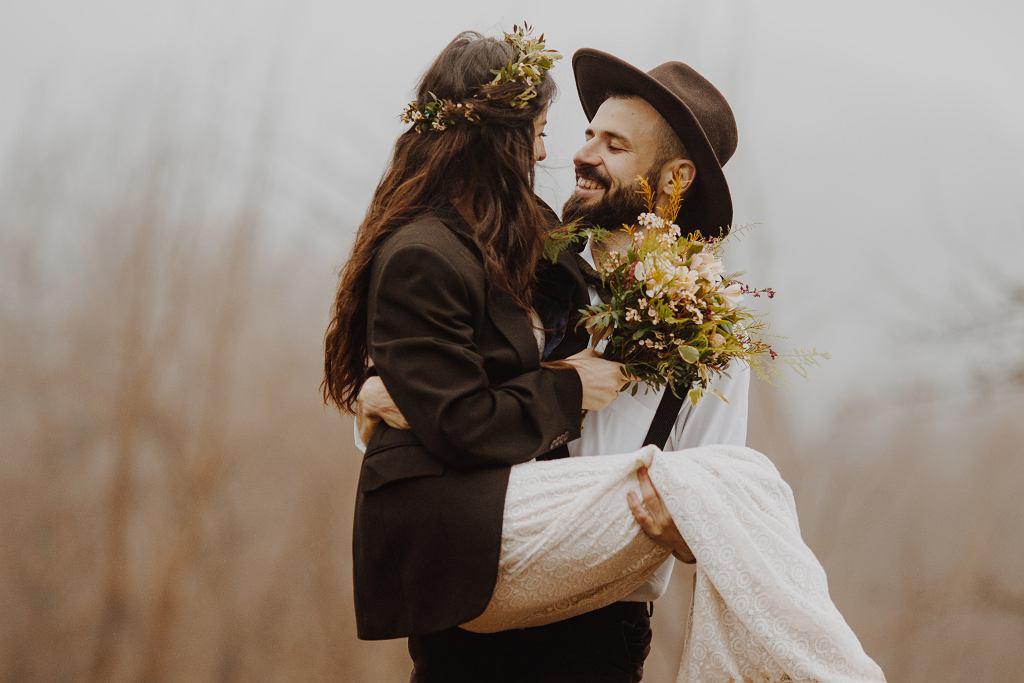 Motyw przewodni wesela - ostatnio najpopularniejsze są boho, vintage i rustykalny.