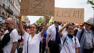Protesty antyszczepionkowe. Paryż, 17.07.2021 r.