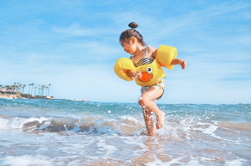 wakacje na plaży nad morzem zdjęcie ilustracyjne