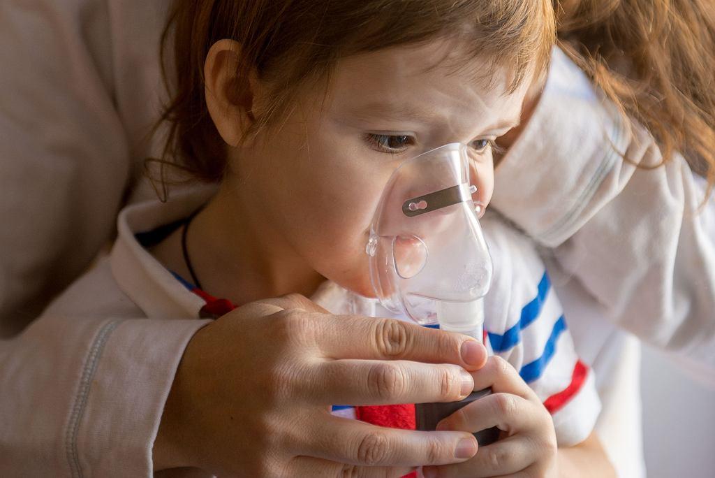 U małych dzieci zapaleniu krtani może towarzyszyć duszność