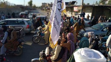 Talibowie w mieście Farah