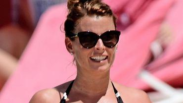 Żona Wayne'a Rooneya odpoczywała w kusym bikini na plaży na Barbadosie. 29-latka jest w zaawansowanej ciąży. Zobaczcie, jak wyglądała.