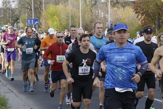 Zdjęcie numer 62 w galerii - Ponad 1200 biegaczy na starcie 37. Toruń Maraton, wygrał Łukasz Oskierko [ZDJĘCIA]