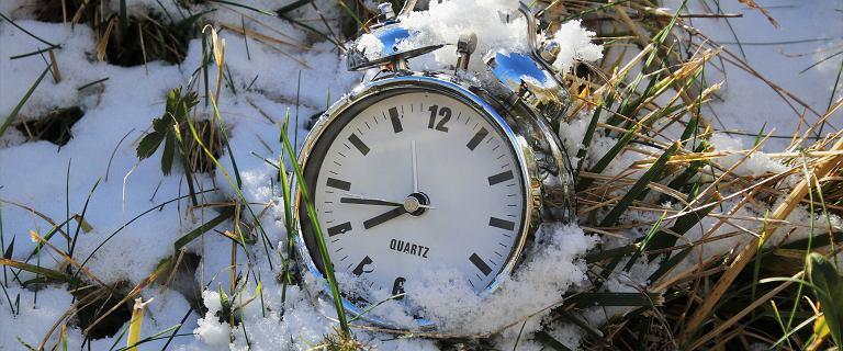 Zmiana czasu z letniego na zimowy 2020. Kiedy zmieniamy godzinę?