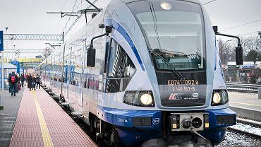 Skład Pesa ED74 (PKP Intercity Korczak relacji Białystok - Kraków). Pociąg zaprojektowany dla ruchu lokalnego kolejarze wysyłają na długie trasy. Białystok, 15 marca 2016