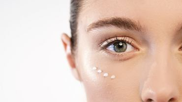 Skóra pod oczami to miejsce szczególnie wrażliwe, które wymaga dodatkowej pielęgnacji