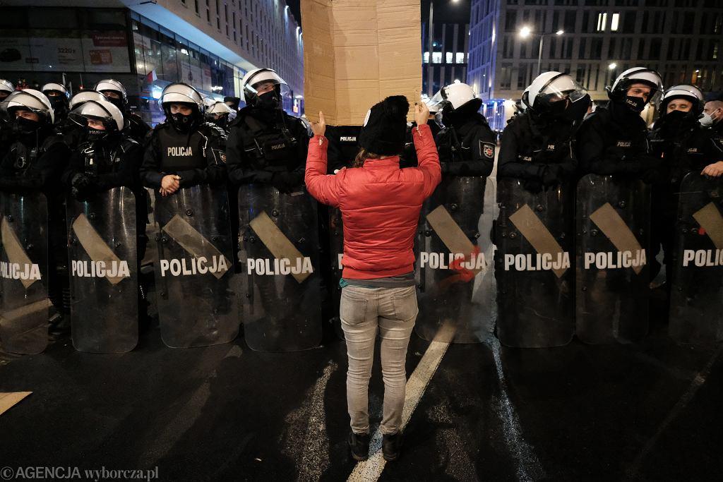 Strajk Kobiet - manifestacja przeciw zaostrzaniu prawa aborcyjnego. Warszawa, 18 listopada 2020