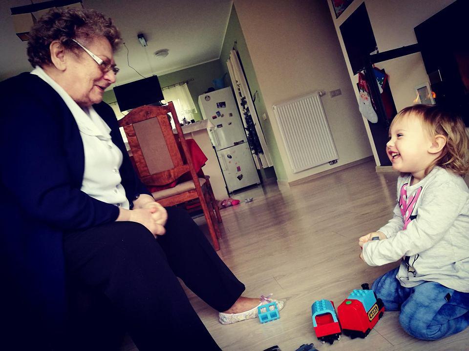 Najważniejszymi ludźmi w życiu Dominik Rokosz są m.in. jego babcia Krystyna Kowalska i siostrzenica Amelia
