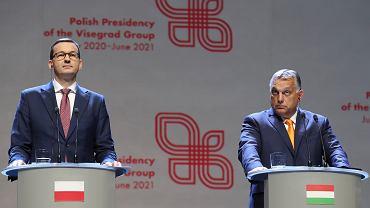 Premierzy Mateusz Morawiecki i Viktor Orban na konferencji prasowej po szczycie Grupy Wyszehradzkiej, Lublin, 11 września 2020 r.