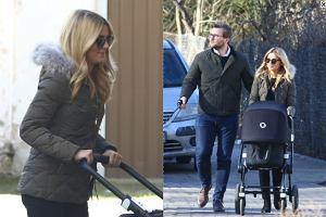 Kasia Tusk na spacerze z mężem i córką