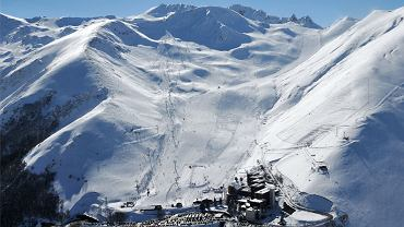 Trasy narciarskie w Peyresourde w Pirenejach, z lewej stok Solene nazwany na cześć niepełnosprawnej narciarki, która pochodzi z tych stron