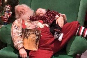 Chłopiec zasnął w kolejce do św. Mikołaja. A Mikołaj nie chciał go budzić. I zrobił TO