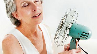 Z badań wynika, że 70-75 proc. kobiet doświadcza uderzeń gorąca i nocnych potów, ale pozostałe są od tych  objawów wolne