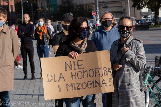 04.10.2020 Wroclaw , demonstracja przeciwko  ' Ministrowi Homofobii ' na placu Wolnosci .  Fot. Krzysztof Cwik / Agencja Gazeta