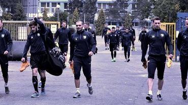 Piłkarze Zawiszy idą na trening