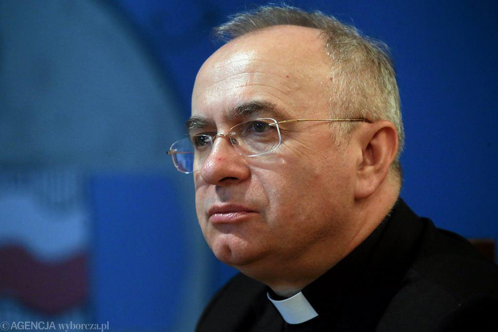 Rzecznik Episkopatu, ks. Józef Kloch, napisał o bagatelizowaniu wskazań Kościoła w kwestii in vitro